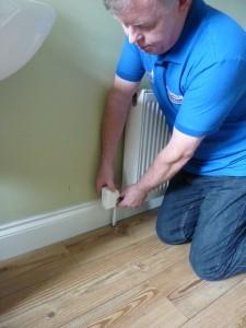Fitting Wi-Fi regulator to radiator